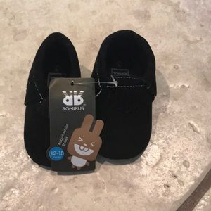 NWT Romirus Black Baby Moccasins - 12-18 months